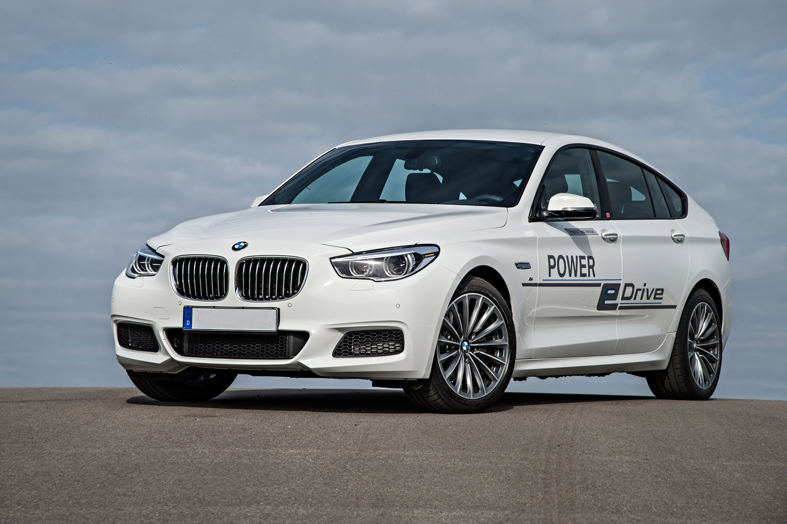 Bmw Previews 670 Horsepower Plug In Hybrid System In 5 Series Gt Prototype