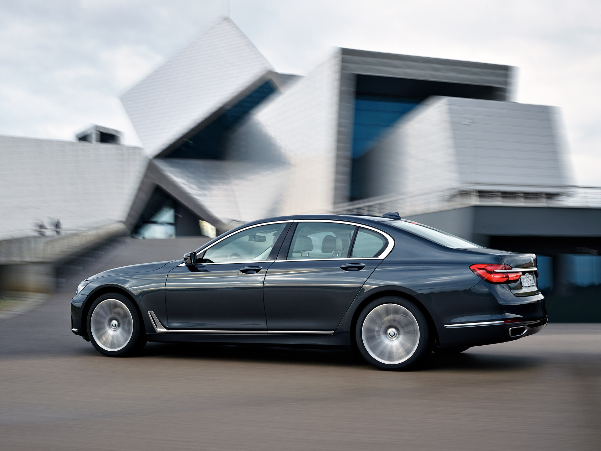 New Bmw 7 Series >> Watch The 2016 Bmw 7 Series On The Move In New Video