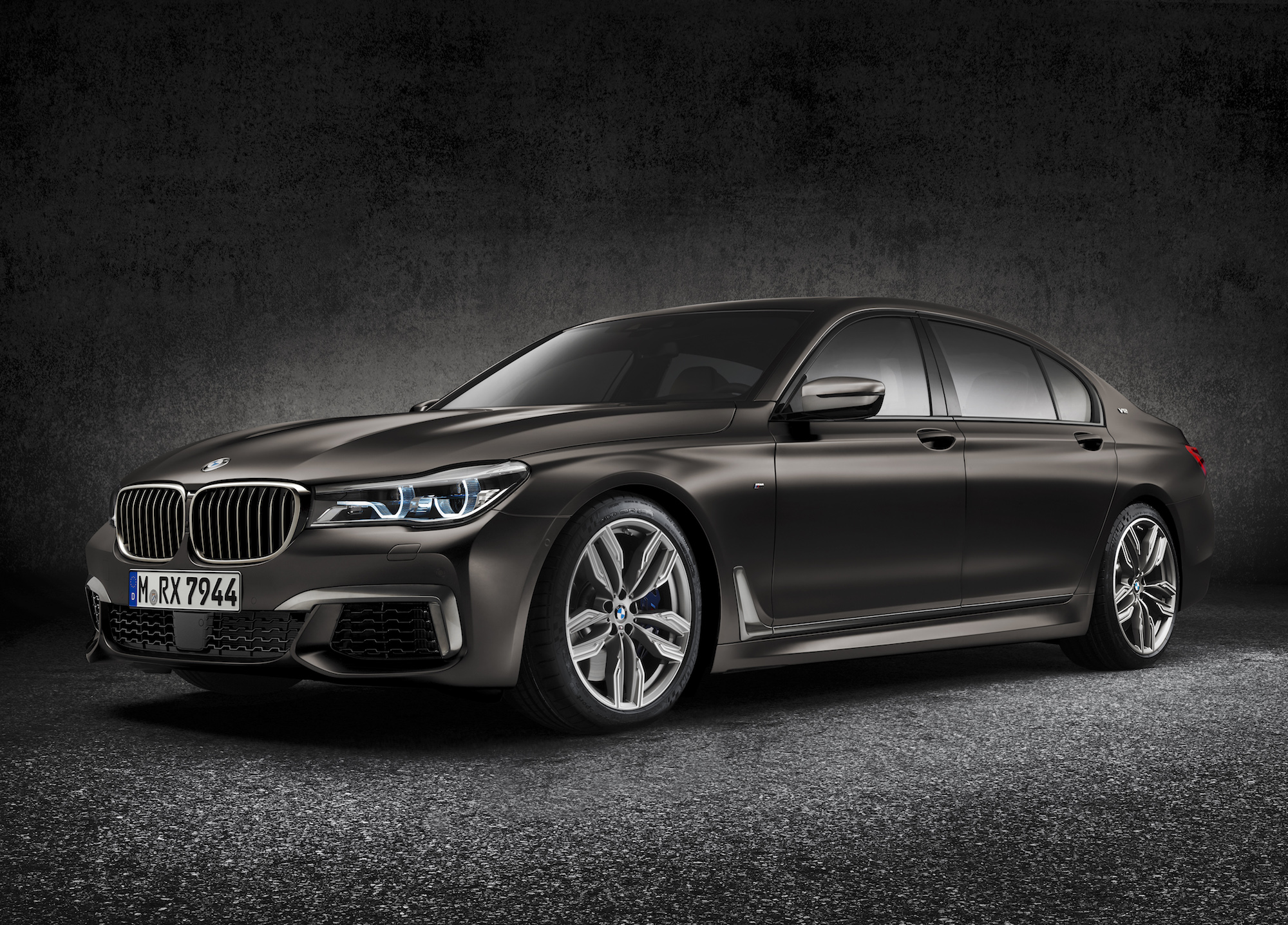 Bmw 7 Series Gets V 12 Powered M Performance Model
