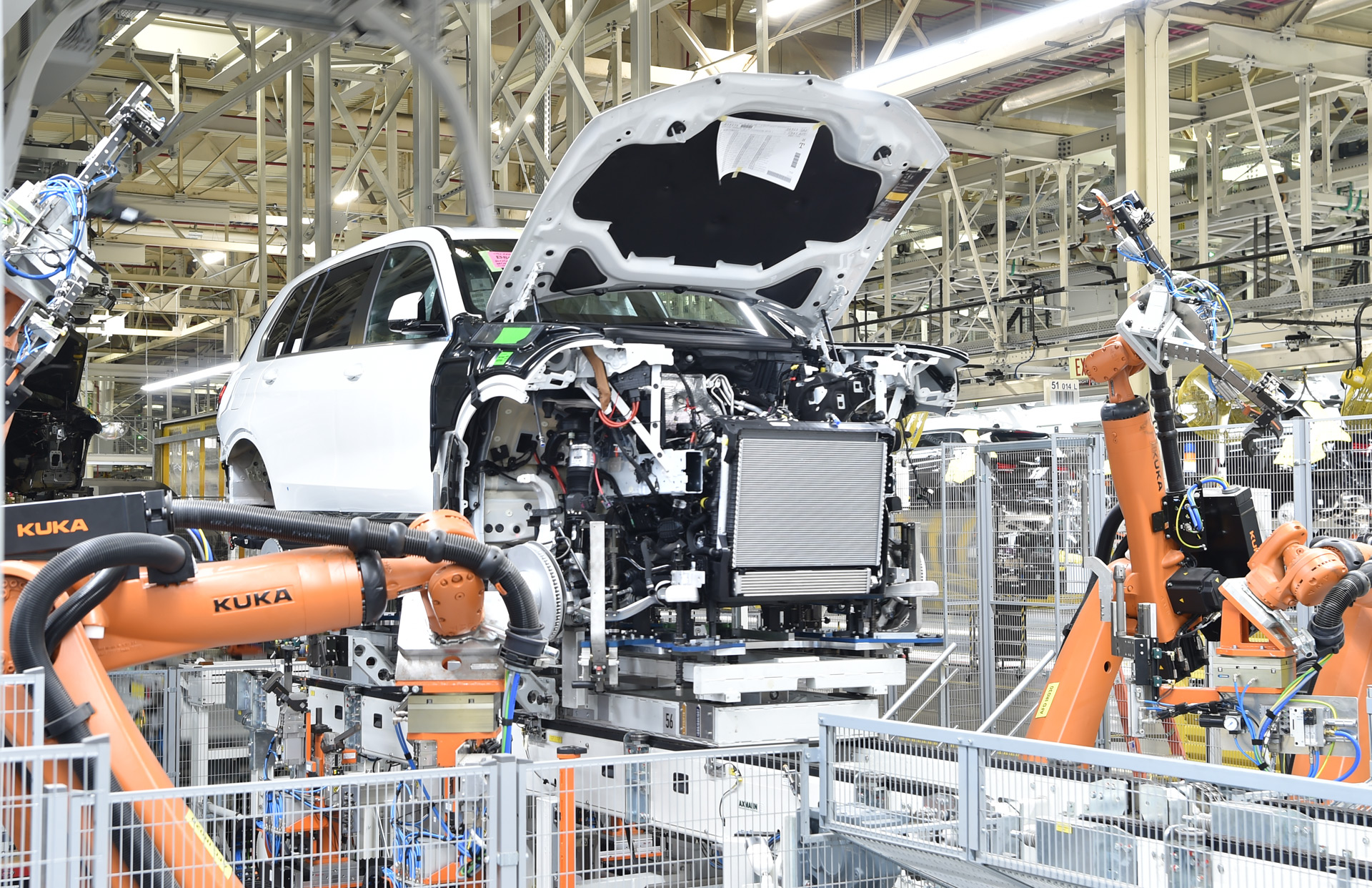 bmw-x7-pre-production-at-plant-in-sparta