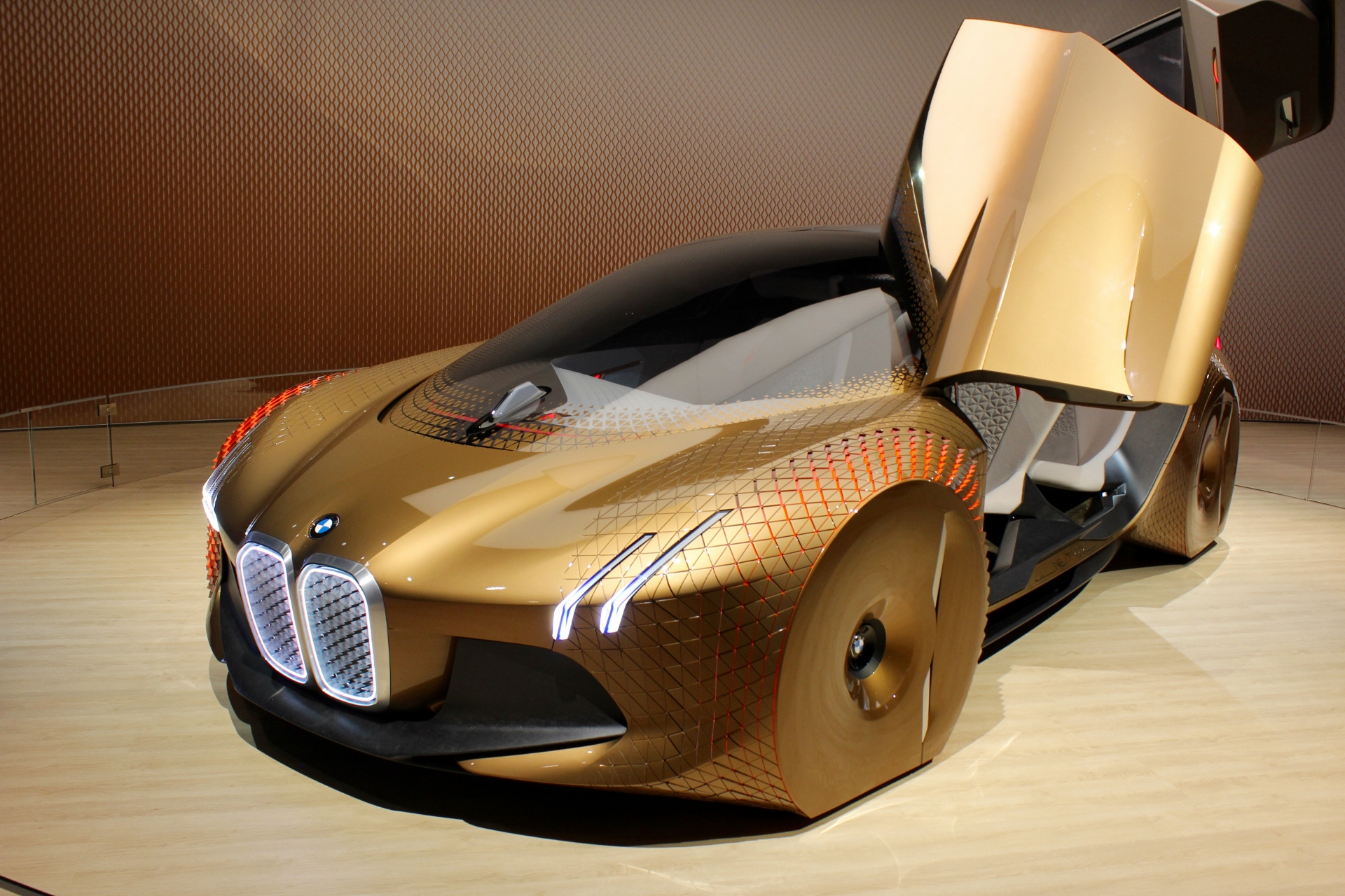 BMW picks plant for iNext self-driving EV due in 2021