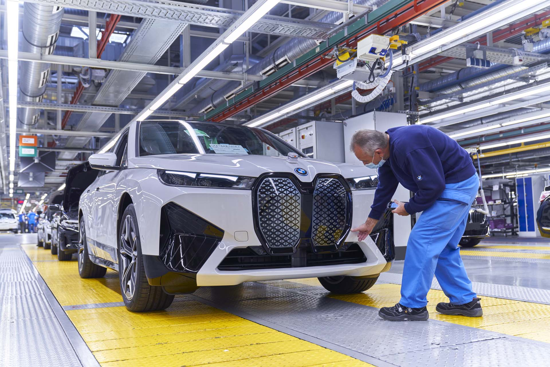 BMW promises prototype solid-state batteries before 2025, in production by 2030