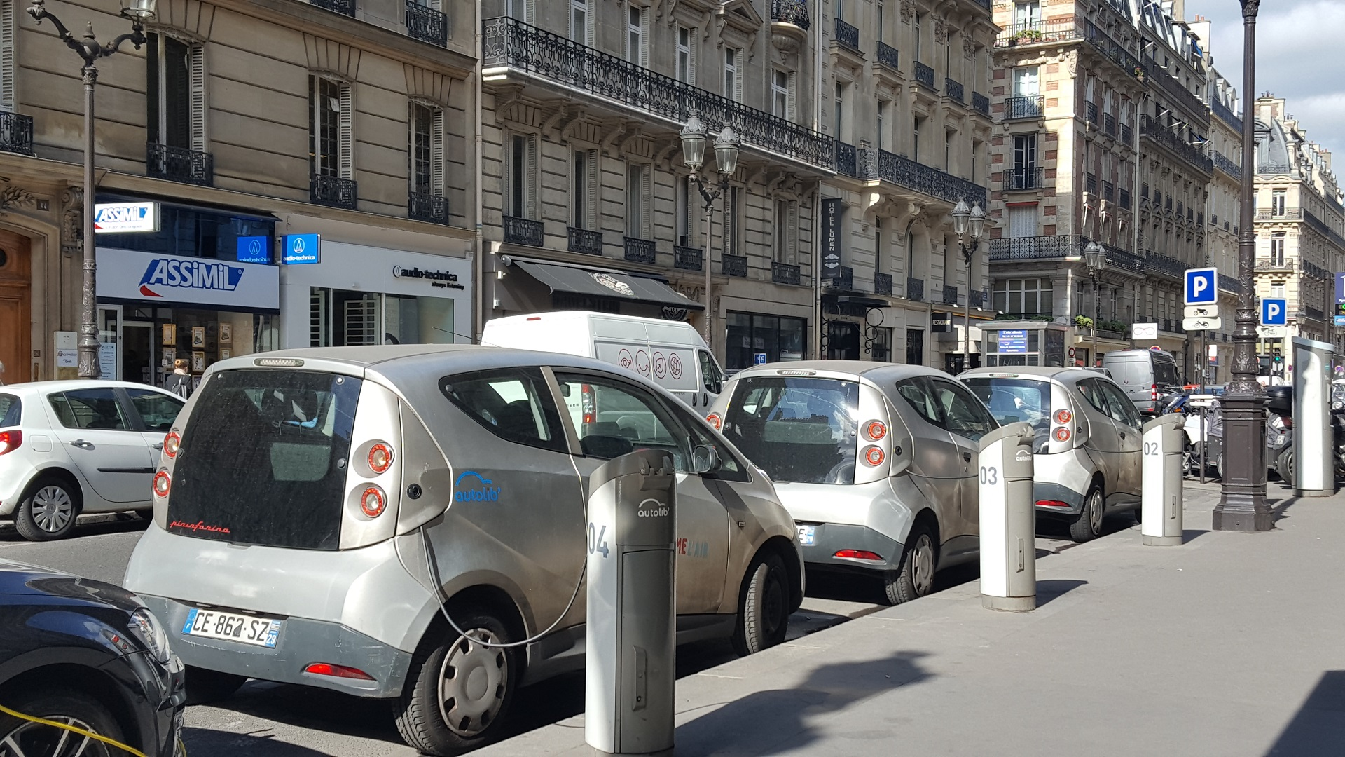 Honda Luxury Brand >> BlueLA expands French electric-car sharing service to ...
