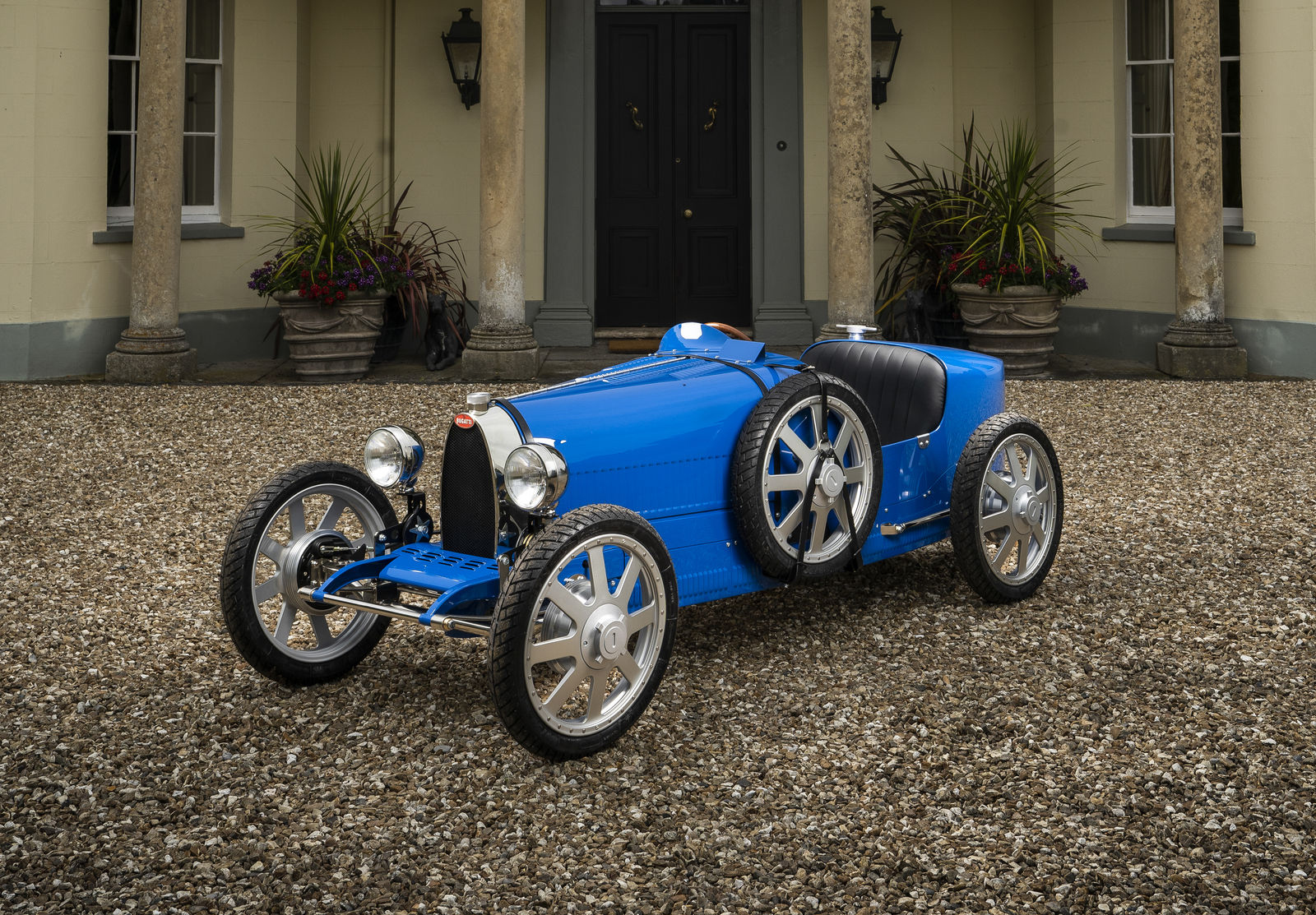 Bugatti celebrates 110 years with test drives of 3:4 scale Bugatti ...