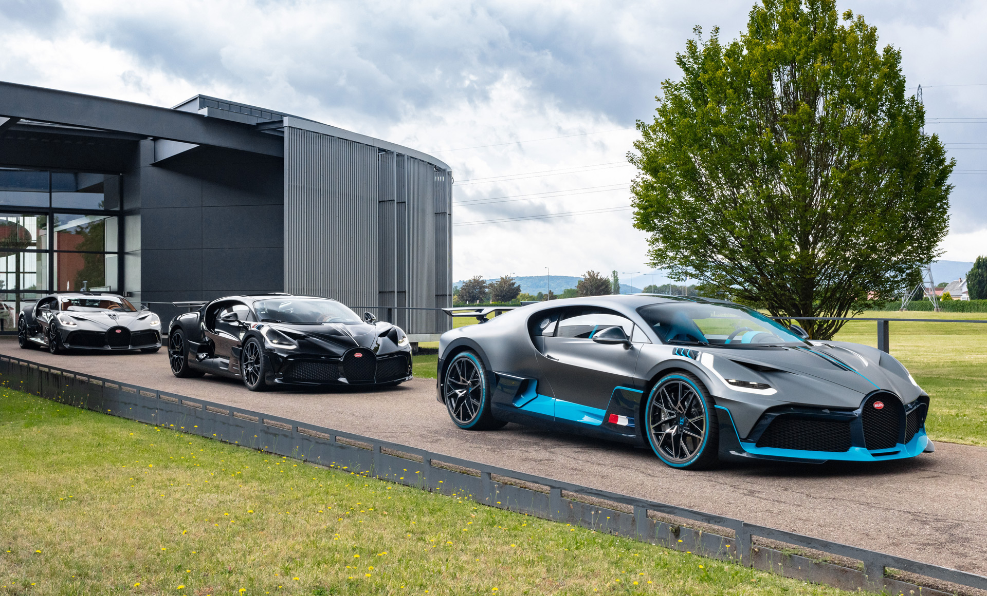 Bugatti Delivers First Divos To Customers