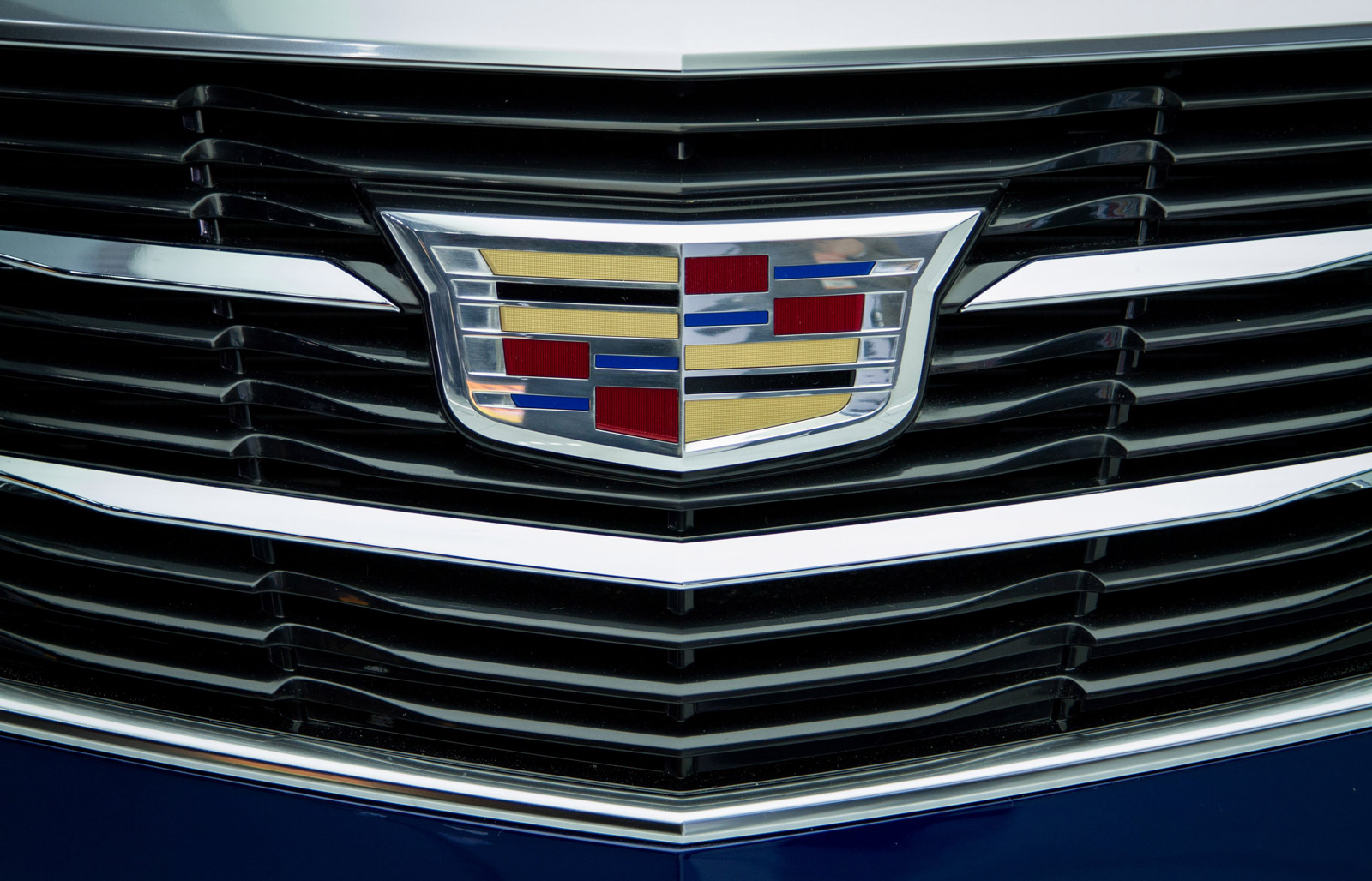 Jeep Dealership Los Angeles >> Cadillac Explains Why It Dropped The Laurel Wreaths From Its Logo