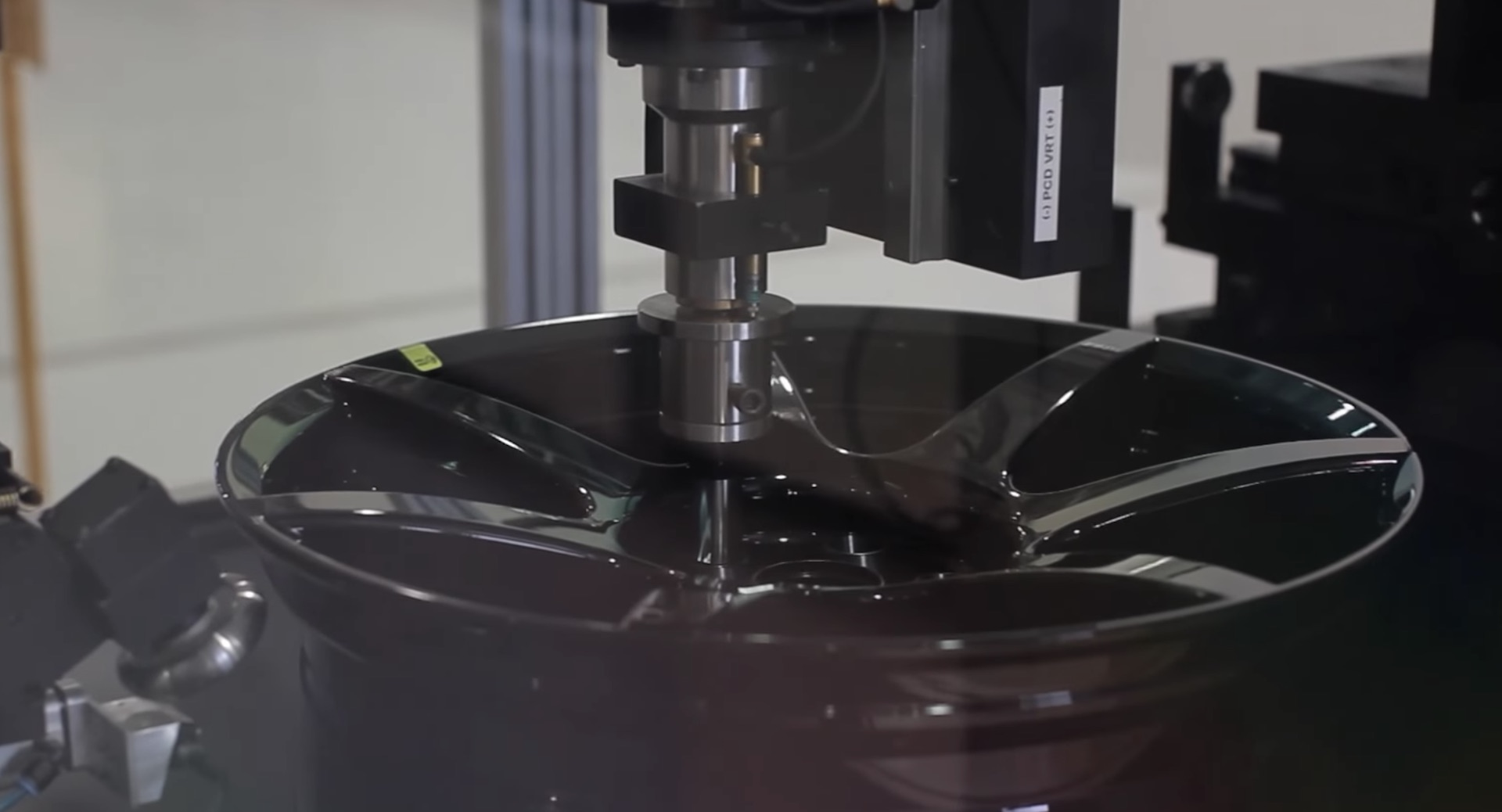 discover how carbon fiber wheels are made. Black Bedroom Furniture Sets. Home Design Ideas