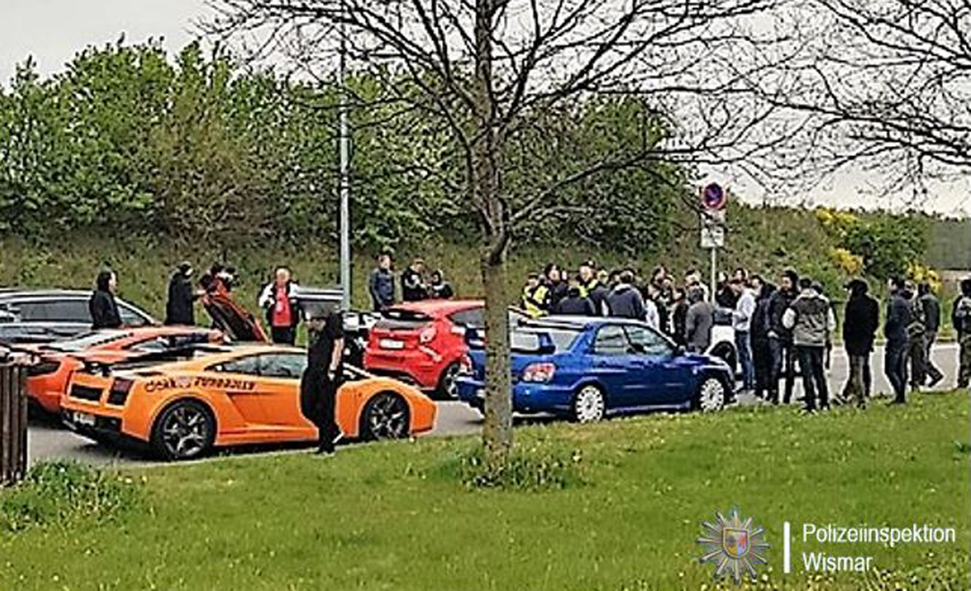 Street Race Cars >> German Police Seize 100 Cars Of Owners Suspected Of Autobahn