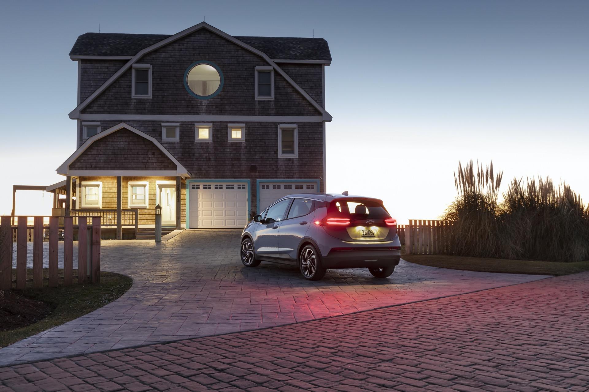 GM free charging, Jaguar EVs, Canoo vs. Tesla structural battery: Today's Car News