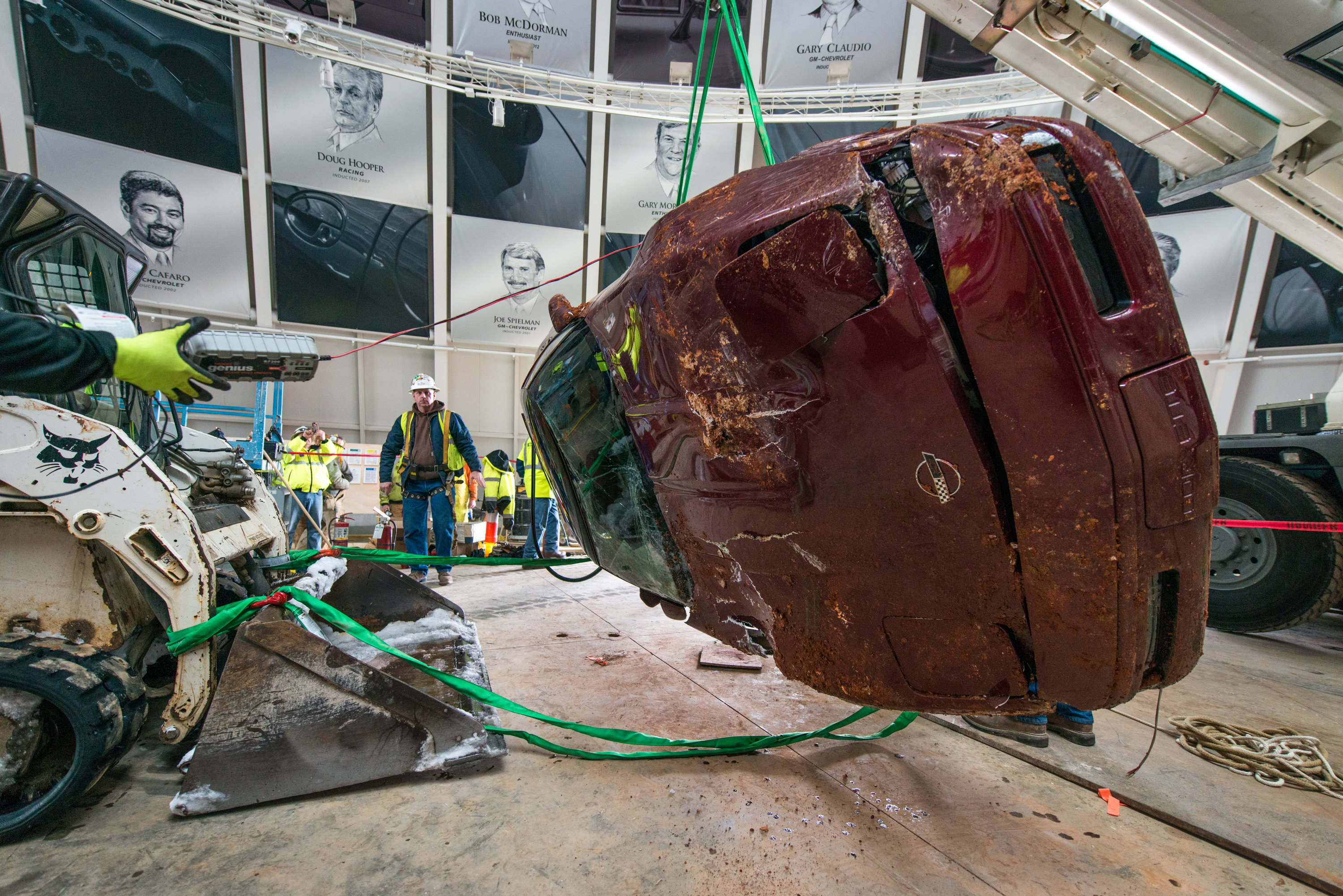 Corvettes Rescued From Sinkhole, Transformers 4 Trailer, Gumpert Explosion: Car News Headlines
