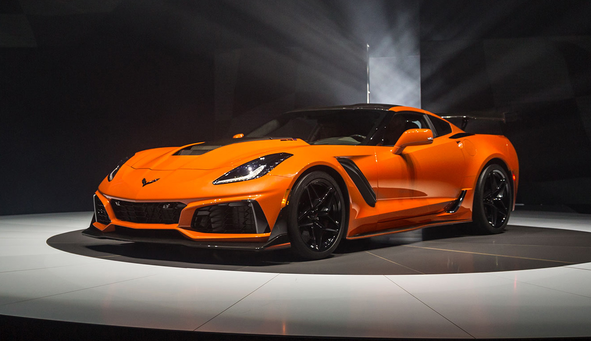 2019 Chevrolet Corvette Zr1 Bows With 755 Hp Lt5 V 8