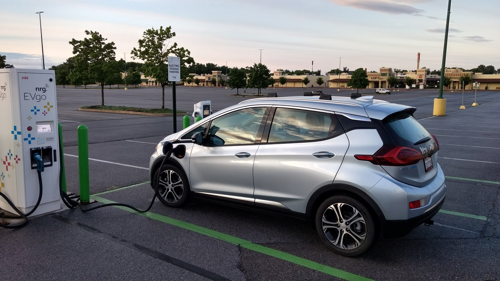Drive A Chevy Bolt Ev Electric Car 313 Miles On A Charge