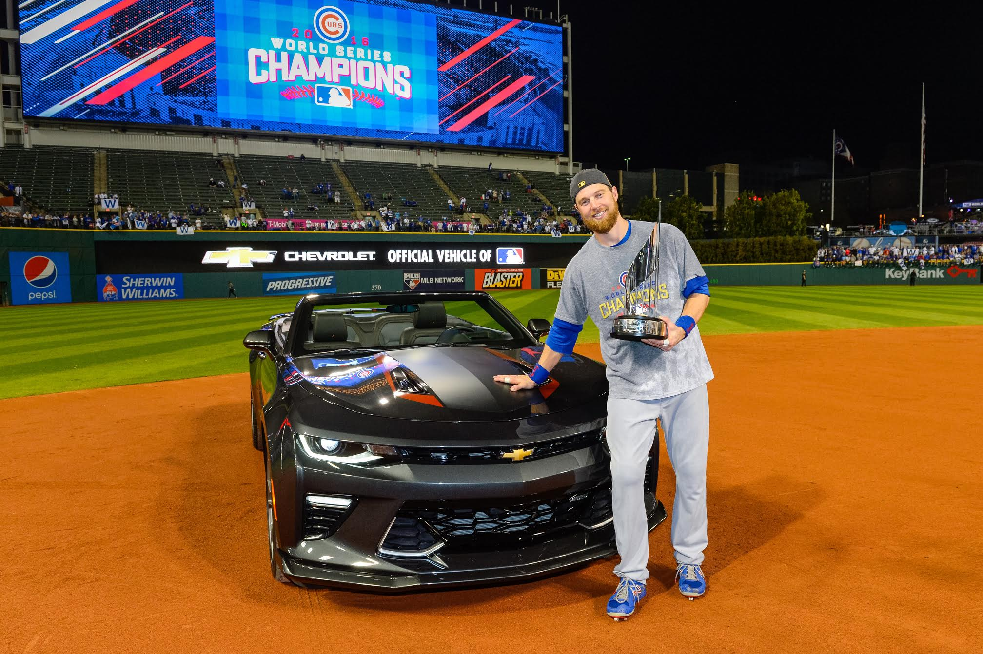 2017 Camaro 50th Anniversary >> World Series MVP Ben Zobrist gets keys to a new Chevy ...