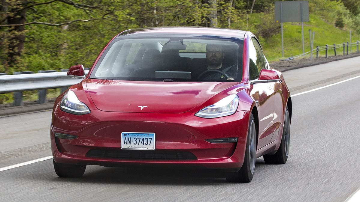 Tesla Navigate on Autopilot drives itself poorly, Consumer ...