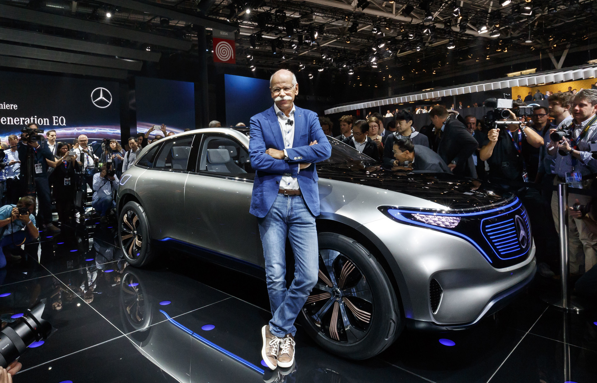Mercedes to test the waters with airbnb style service for cars - Mercedes car show ...