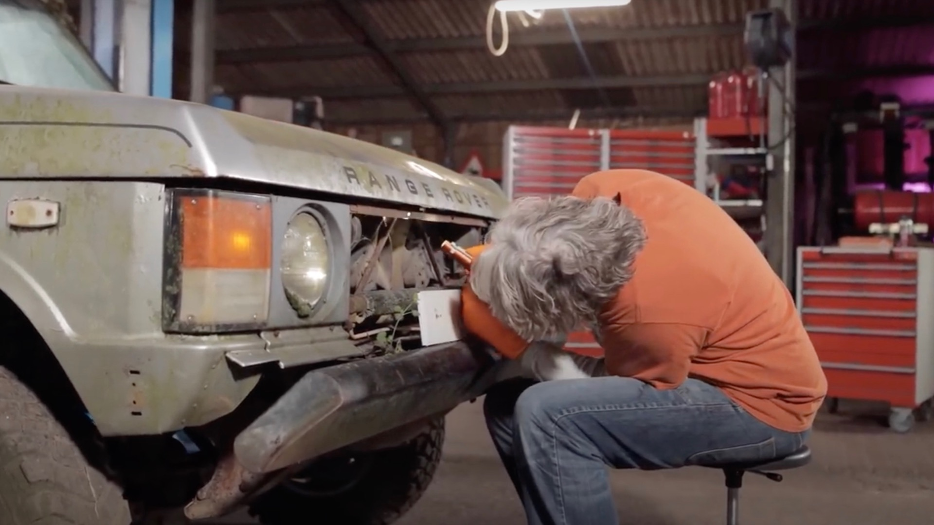 """Edd China begins work on a neglected 1982 Range Rover in """"Workshop Diaries"""" episode 2"""