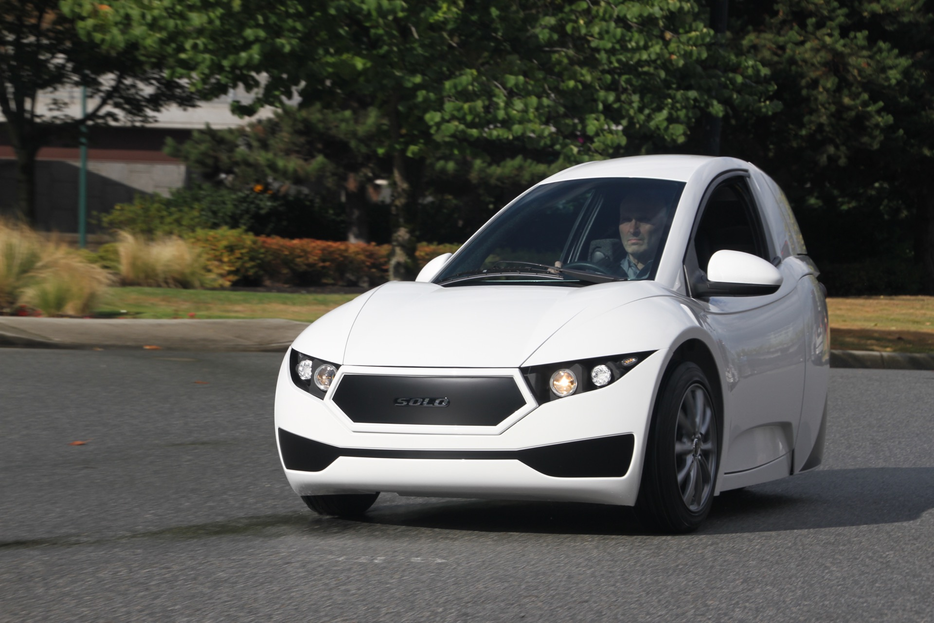 Electra Meccanica Solo Three Wheeled Electric Car Unveiled