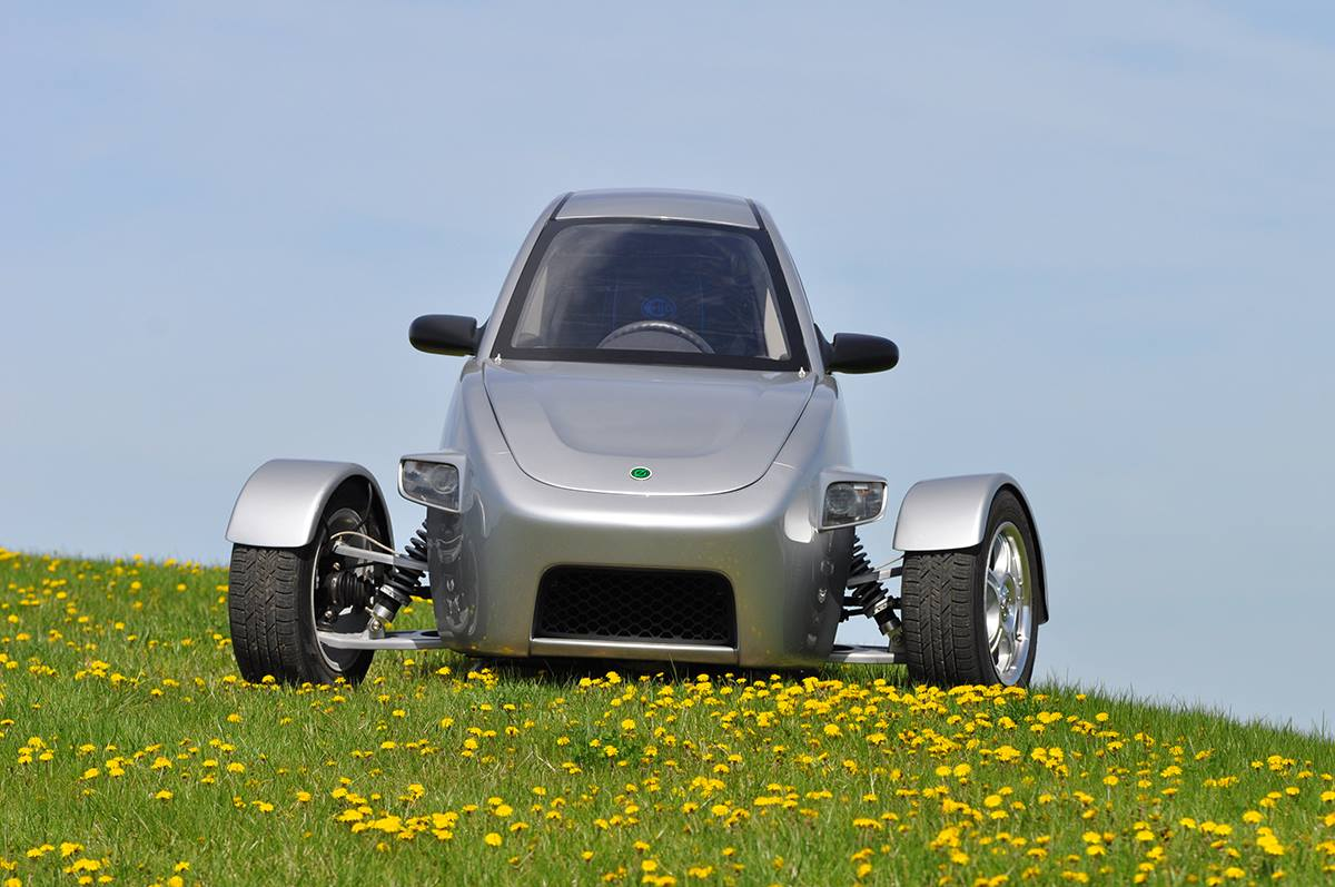 fuel efficient elio three wheel car hits 15 000 orders before production starts. Black Bedroom Furniture Sets. Home Design Ideas