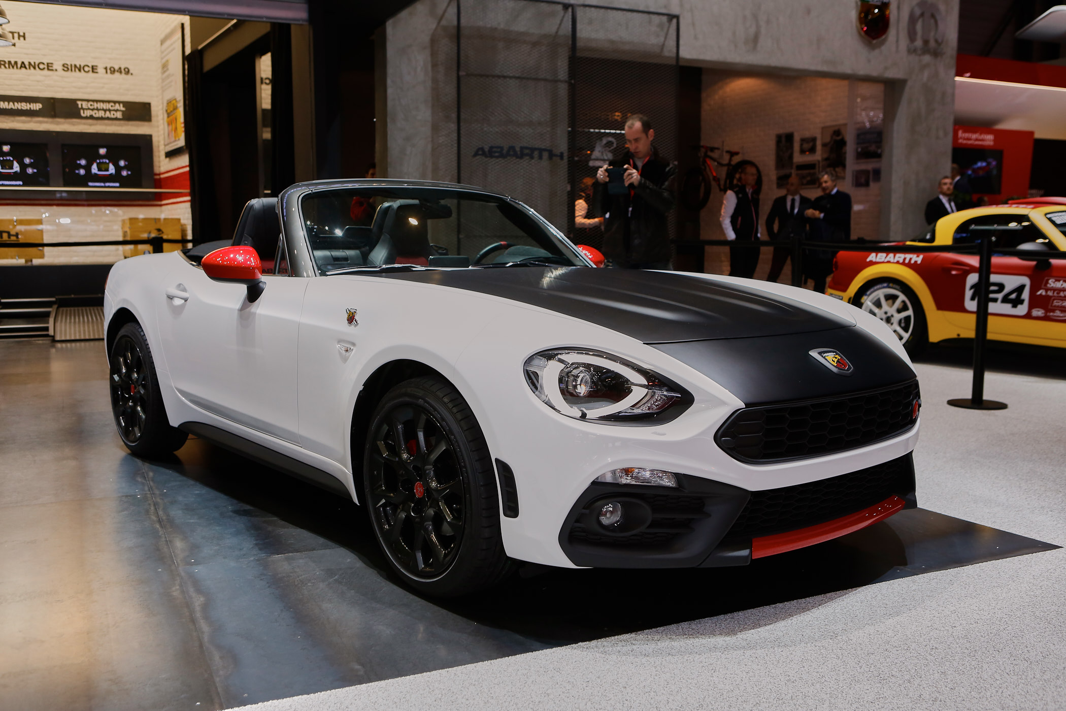 fiat abarth 124 spider unveiled in geneva. Black Bedroom Furniture Sets. Home Design Ideas