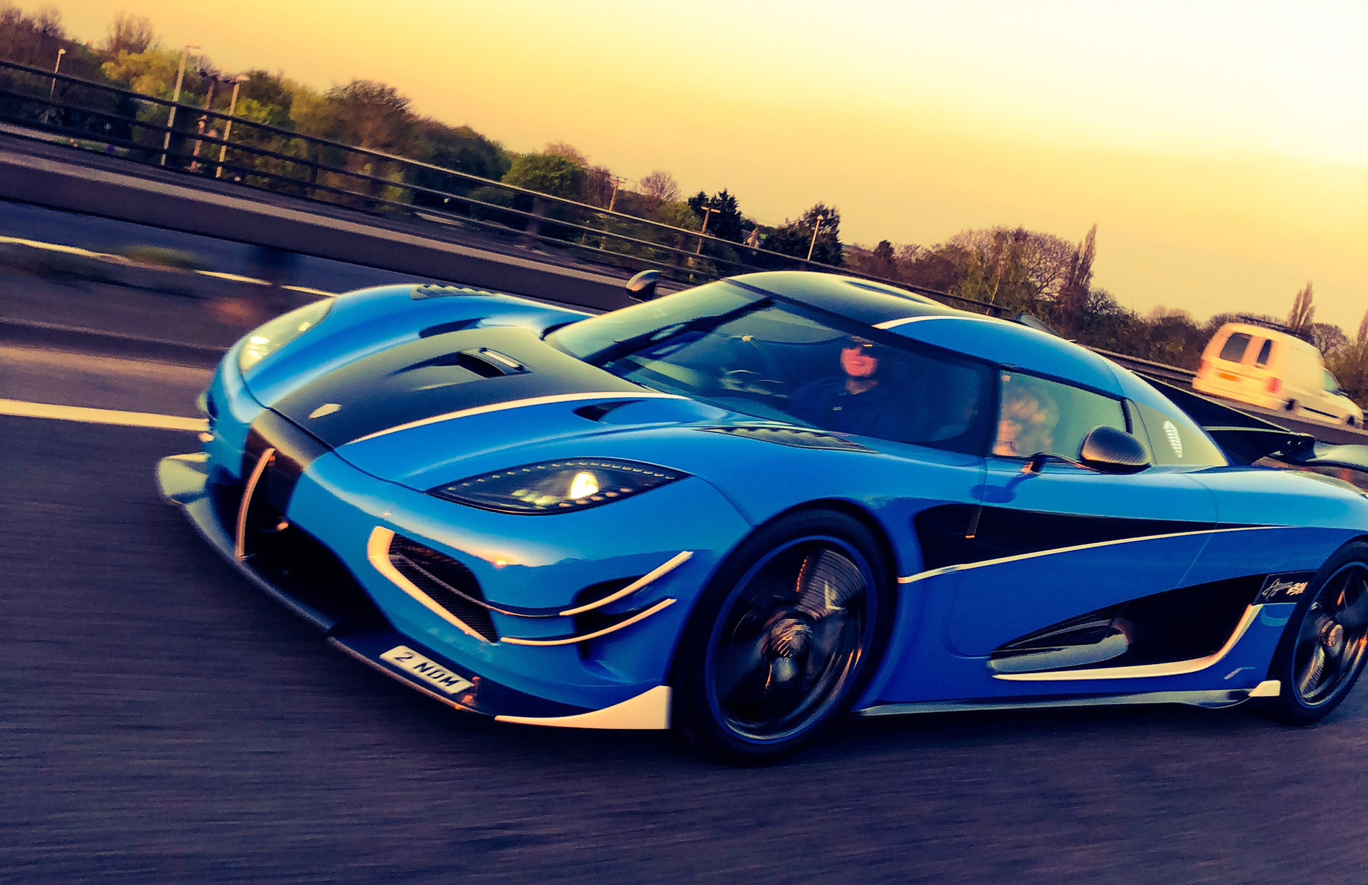 koenigsegg agera rs hits 242 mph in just 1 3 miles. Black Bedroom Furniture Sets. Home Design Ideas