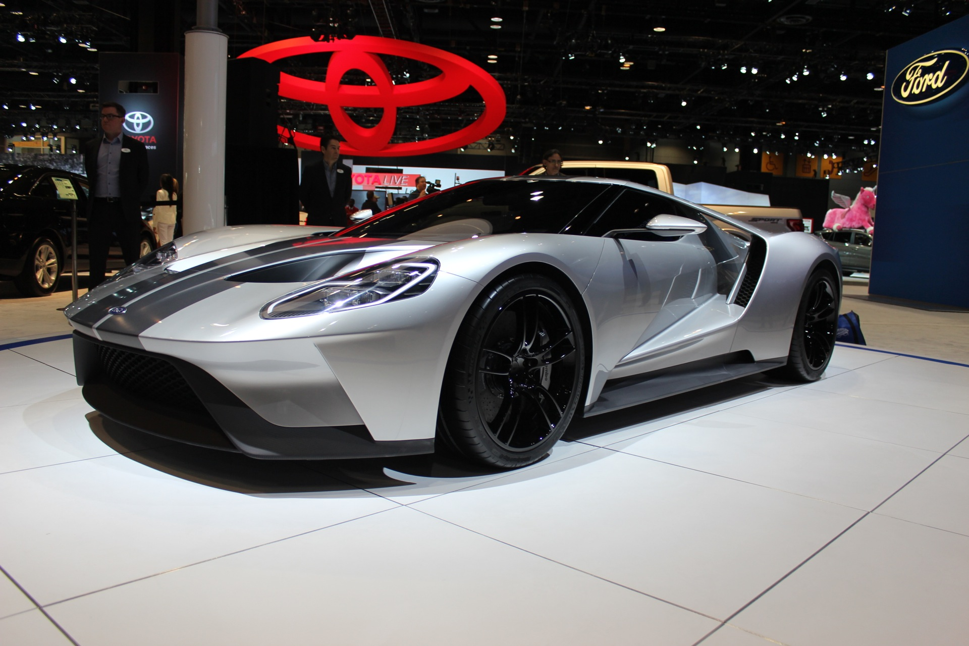 2017 Ford GT Shows Off Its Curves In Silver At The 2015