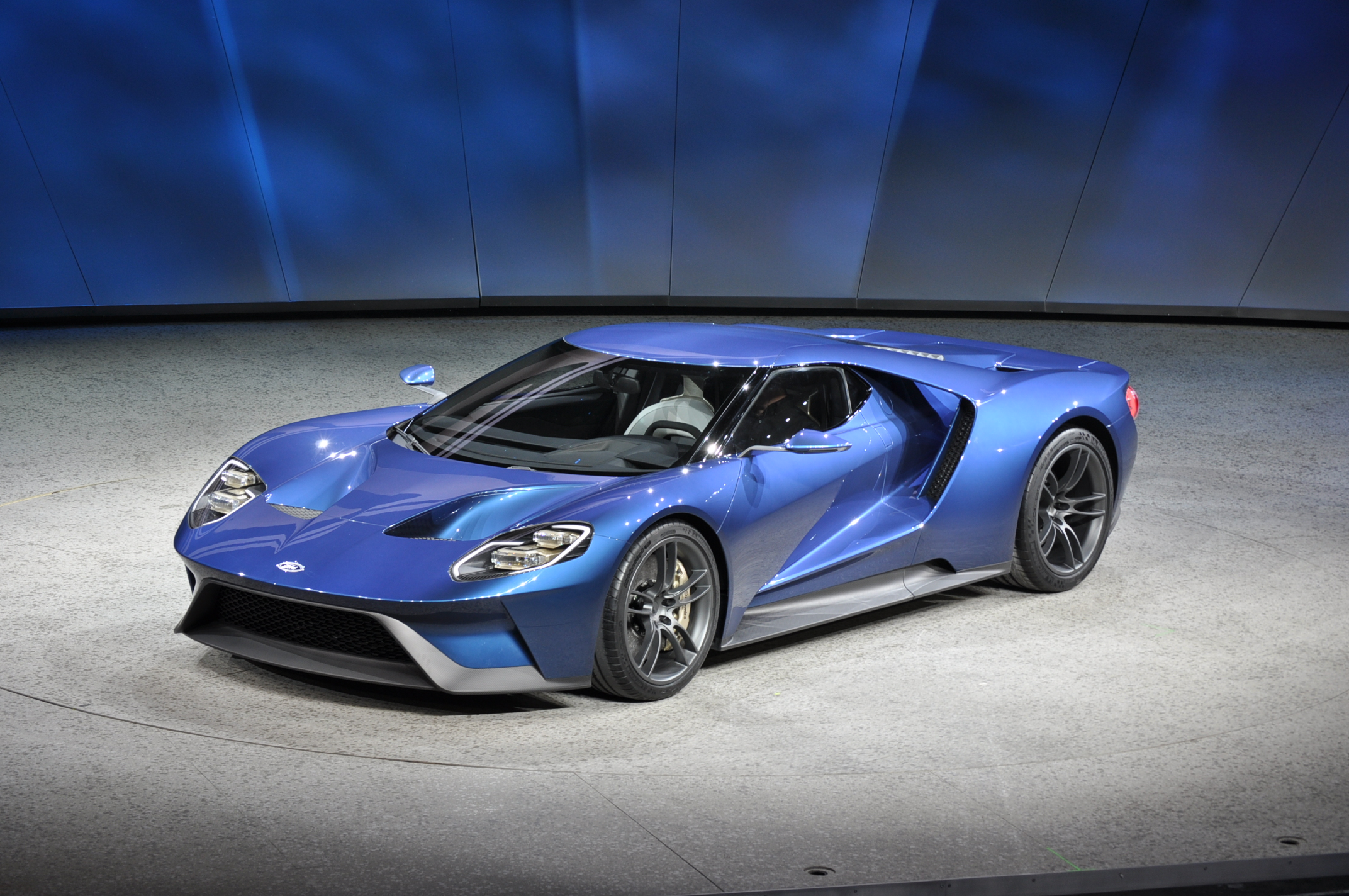 New Ford Gt Supercar Revealed At  Detroit Auto Show
