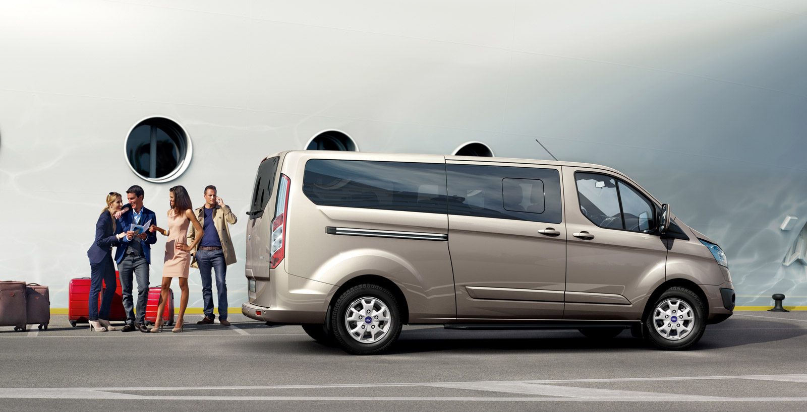 ford tourneo custom commercial van makes debut. Black Bedroom Furniture Sets. Home Design Ideas