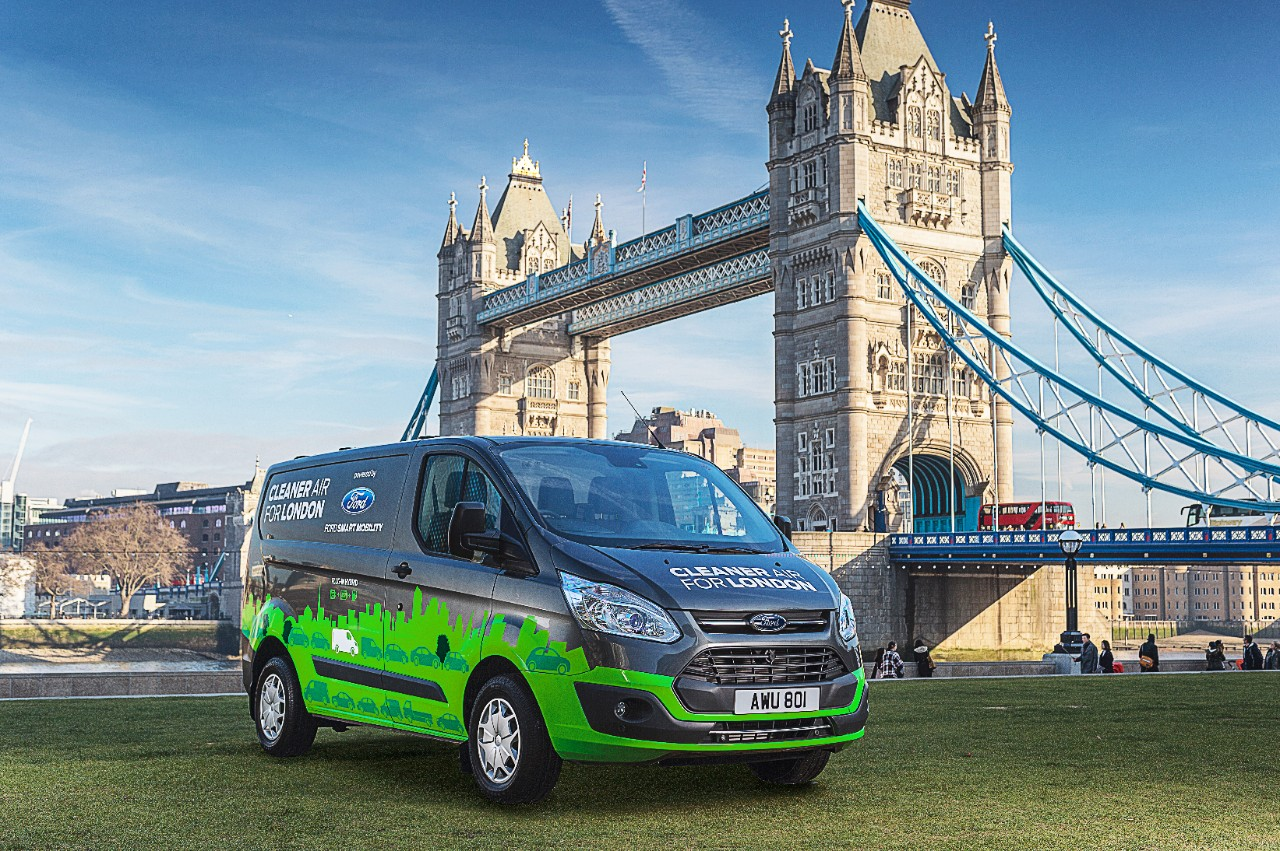630917e1596 Ford to test plug-in hybrid Transit Custom van in London
