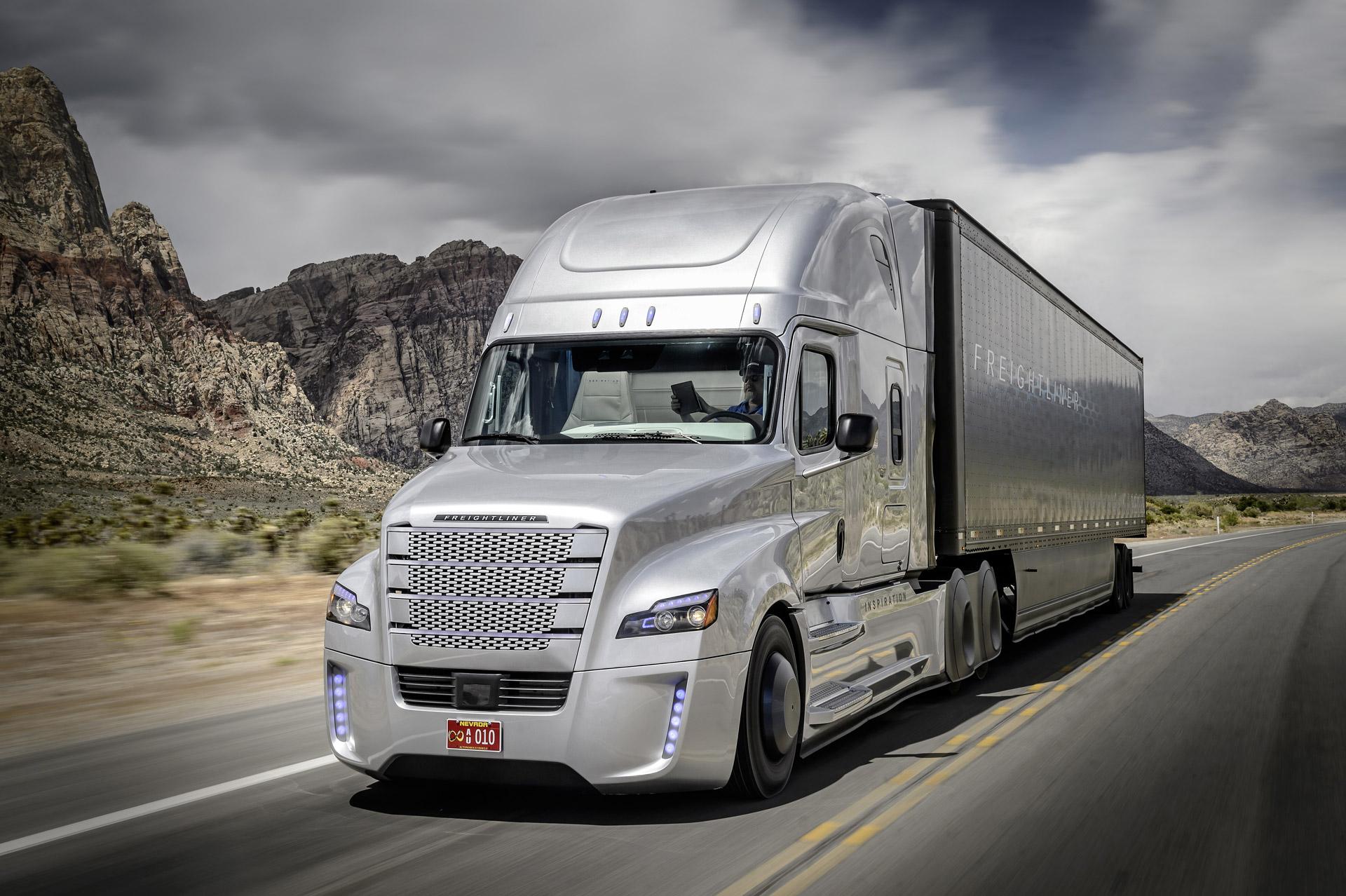 Daimler's Futuristic Self-Driving Truck Hits U.S. Roads: Video