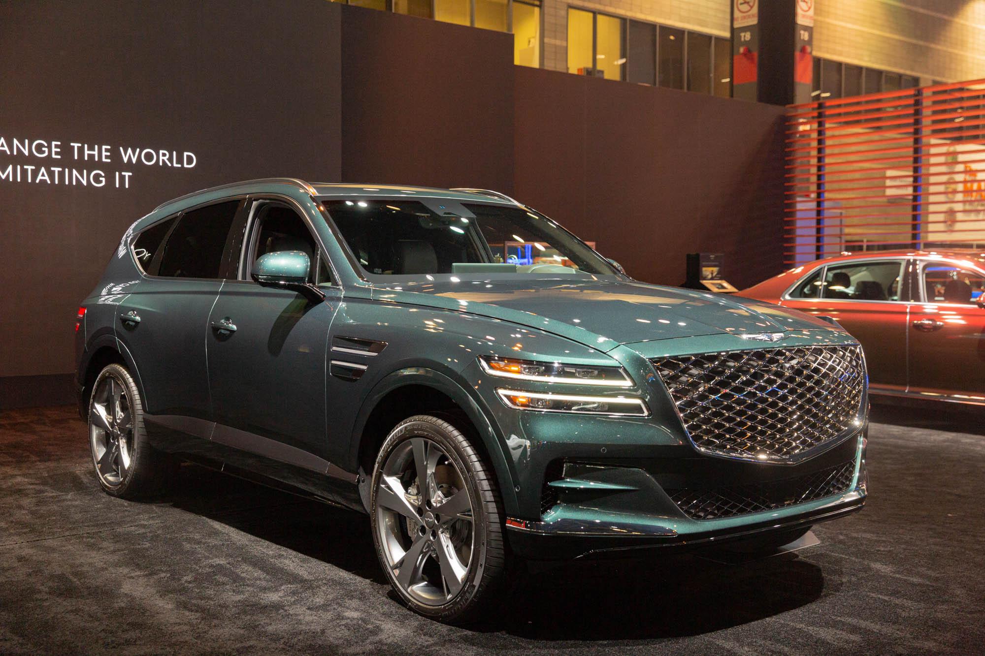2021 Genesis GV80 luxury crossover SUV deserves attention