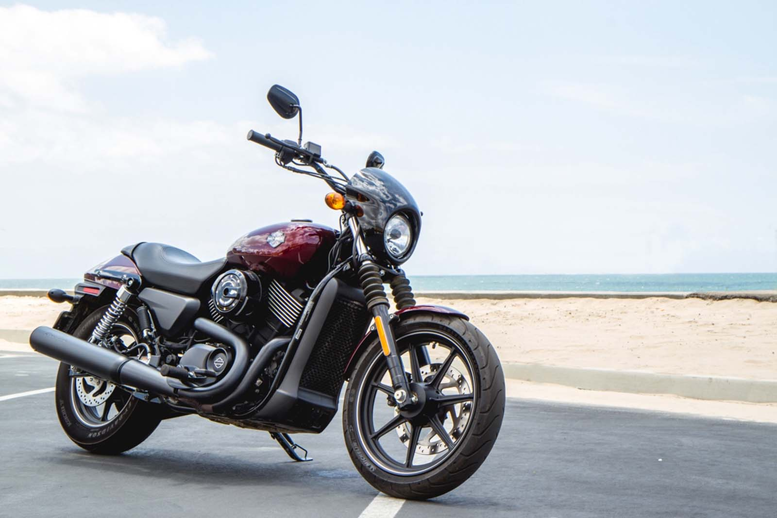 Riding Harley Davidson S New Street 750 In Socal Video