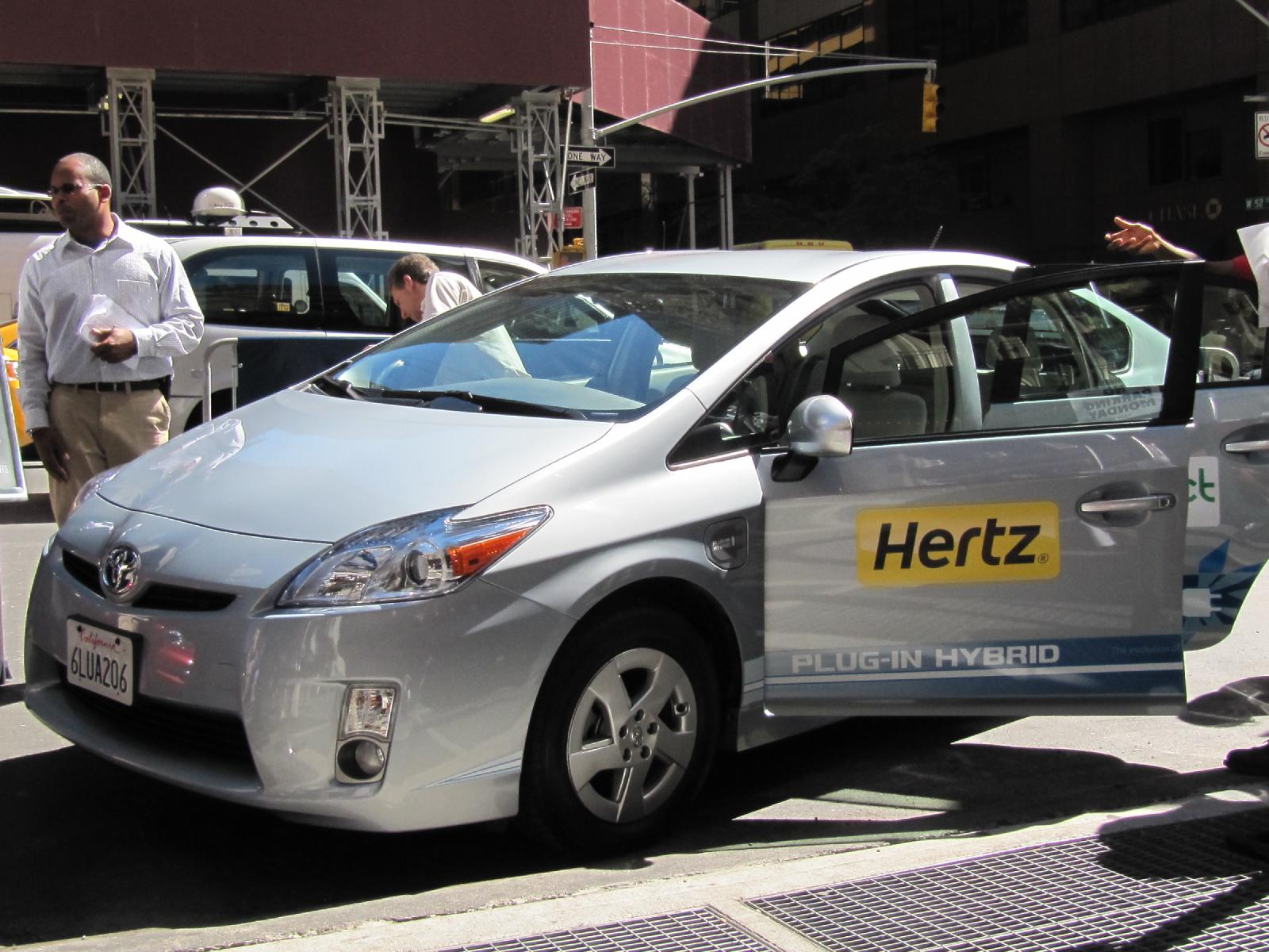 Rent A Car: Hertz To Rent Electric Cars Like Nissan Leaf In Selected Areas