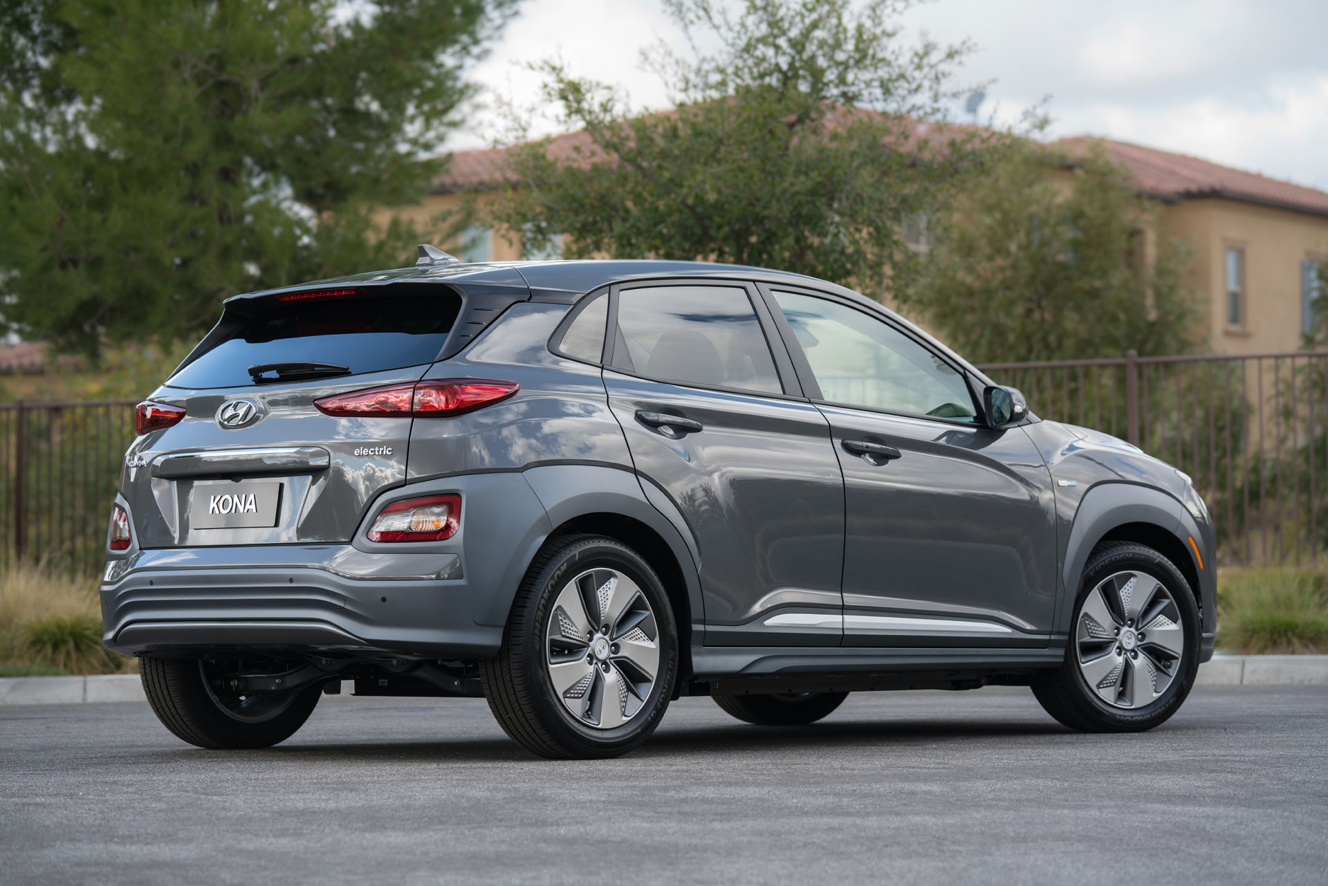 Kona Electric, Bolt EV, Niro, C-HR aren't crossovers ...