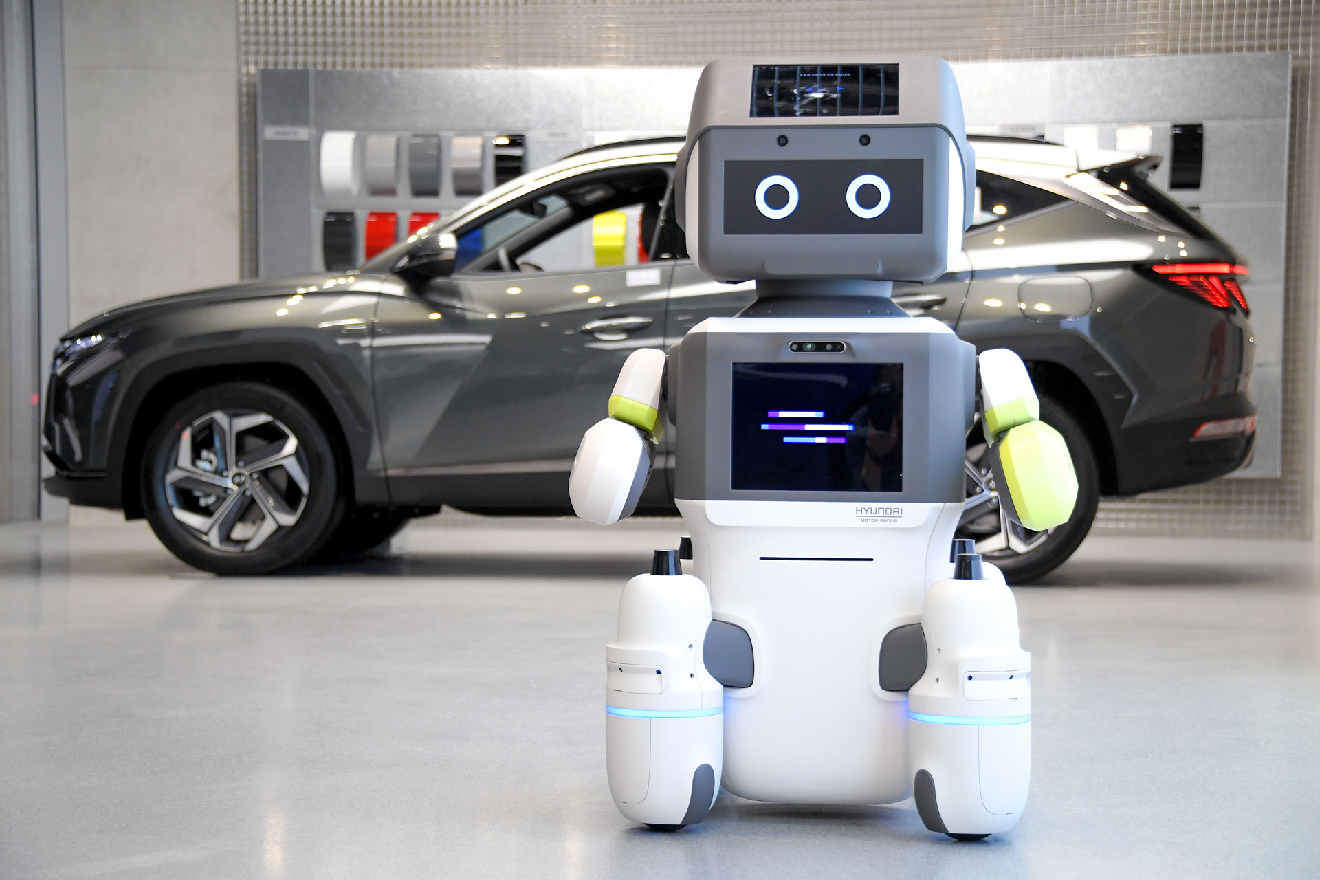 Hyundai's DAL-e robot assistant may be working at your local dealership soon