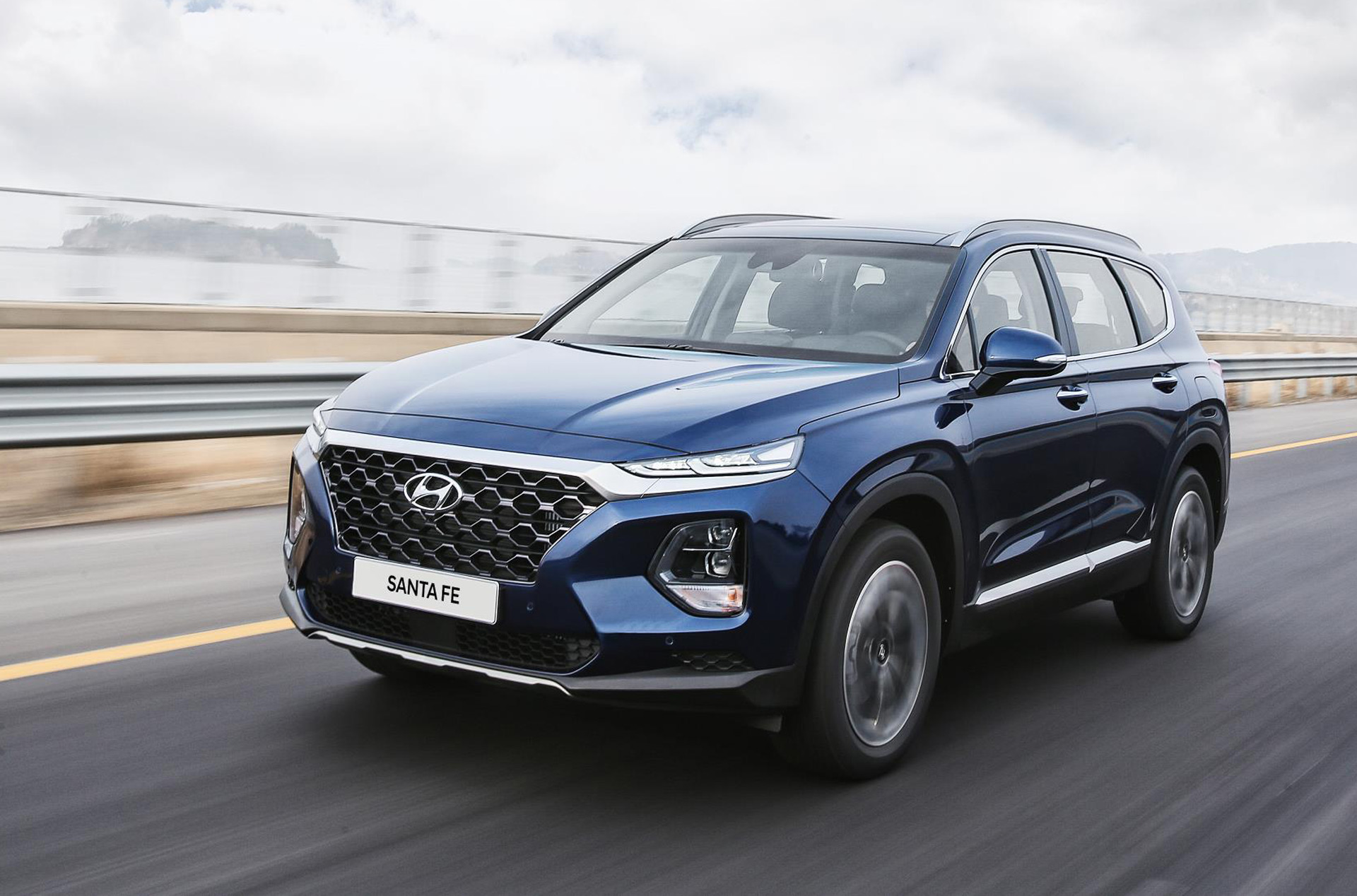 2019 Hyundai Santa Fe: two- and three-row crossover is bigger, squarer, and now has a diesel