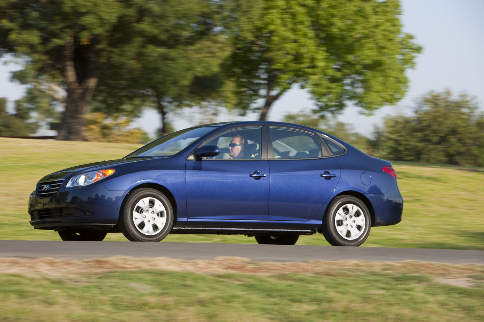 2010 Hyundai Elantra It Isn T Easy Being Green But Blue Has Potential
