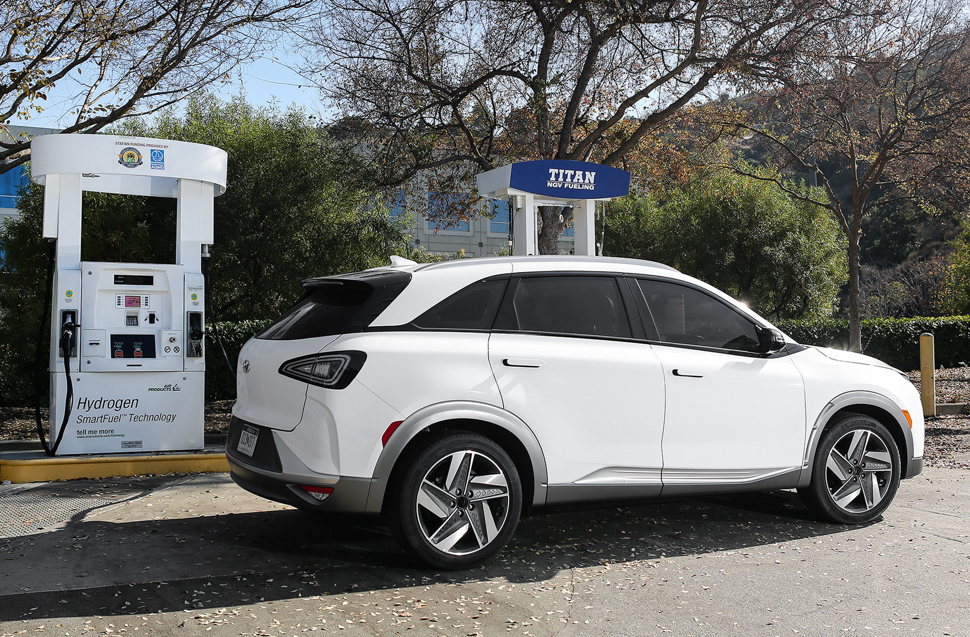 Hyundai Fuel Cell Sales Surge E Tron Range Boost La Goes