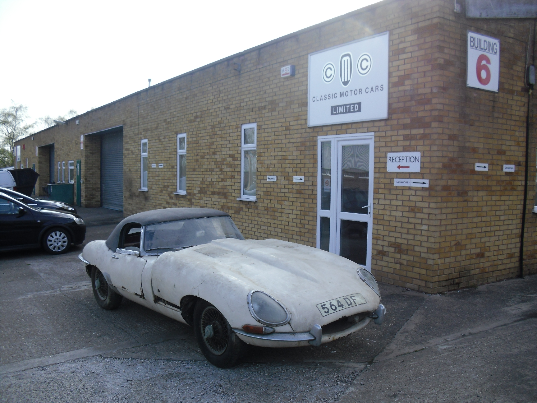 Barn-Find 1961 Jaguar E-Type Getting New Lease On Life