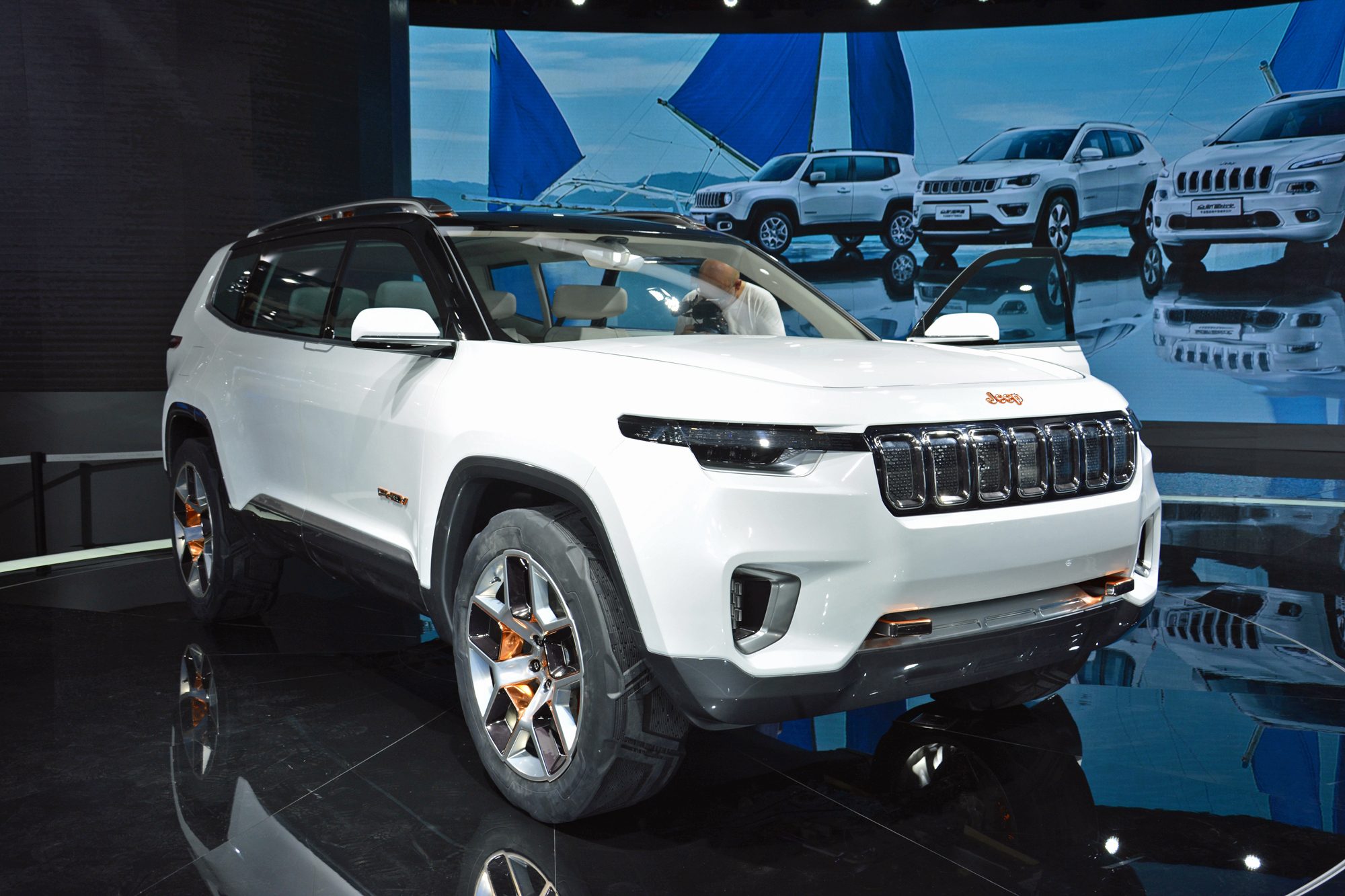 jeep yuntu hybrid concept may foreshadow future chinese 7. Black Bedroom Furniture Sets. Home Design Ideas