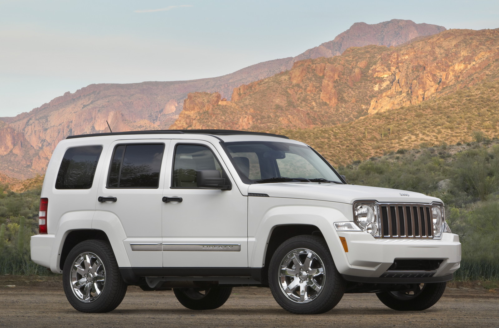 Jeep Liberty Mpg >> 2010 Jeep Liberty Review Ratings Specs Prices And Photos