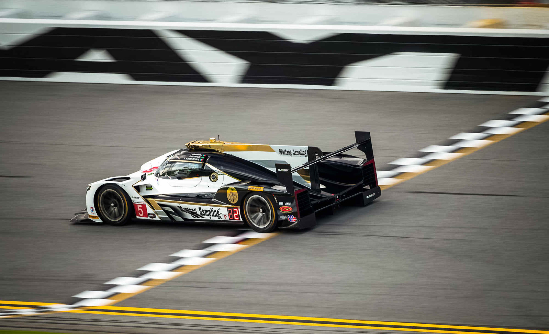 cadillac dpi v r secures pole for 2017 24 hours of daytona. Black Bedroom Furniture Sets. Home Design Ideas