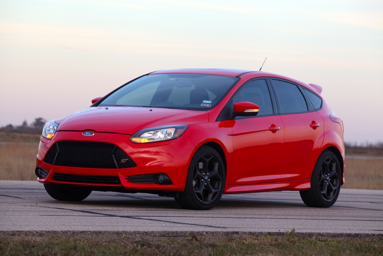 Hennessey S Hot Hatch The Ford Focus St Hpe 300 Video
