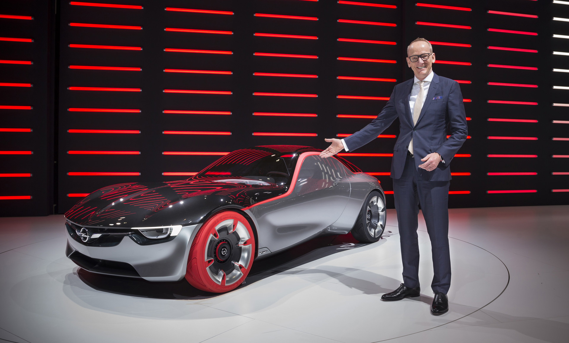 Former Opel Boss Joins Us Electric Car Startup Evelozcity
