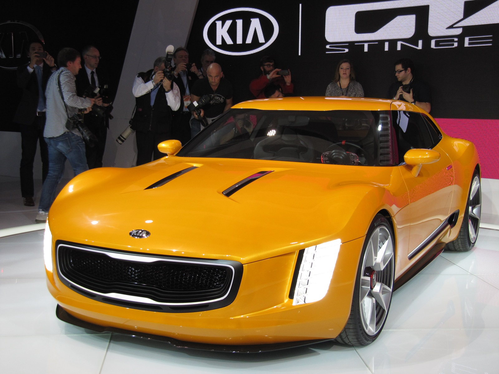 kia gt4 stinger concept debuts at 2014 detroit auto show. Black Bedroom Furniture Sets. Home Design Ideas