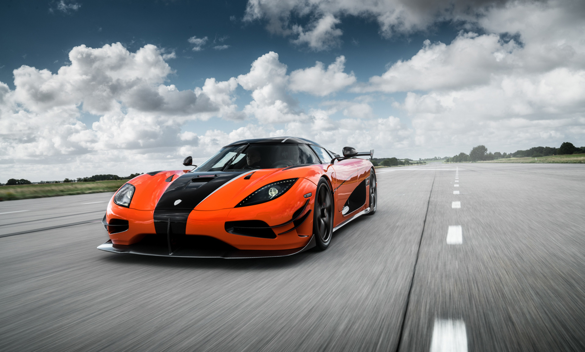 first u s spec koenigsegg agera rs to land in monterey. Black Bedroom Furniture Sets. Home Design Ideas