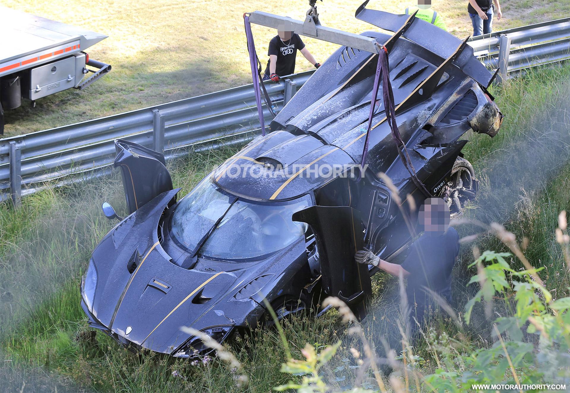 koenigsegg  crash lamborghini aventador facelift mercedes autonomous bus todays car news