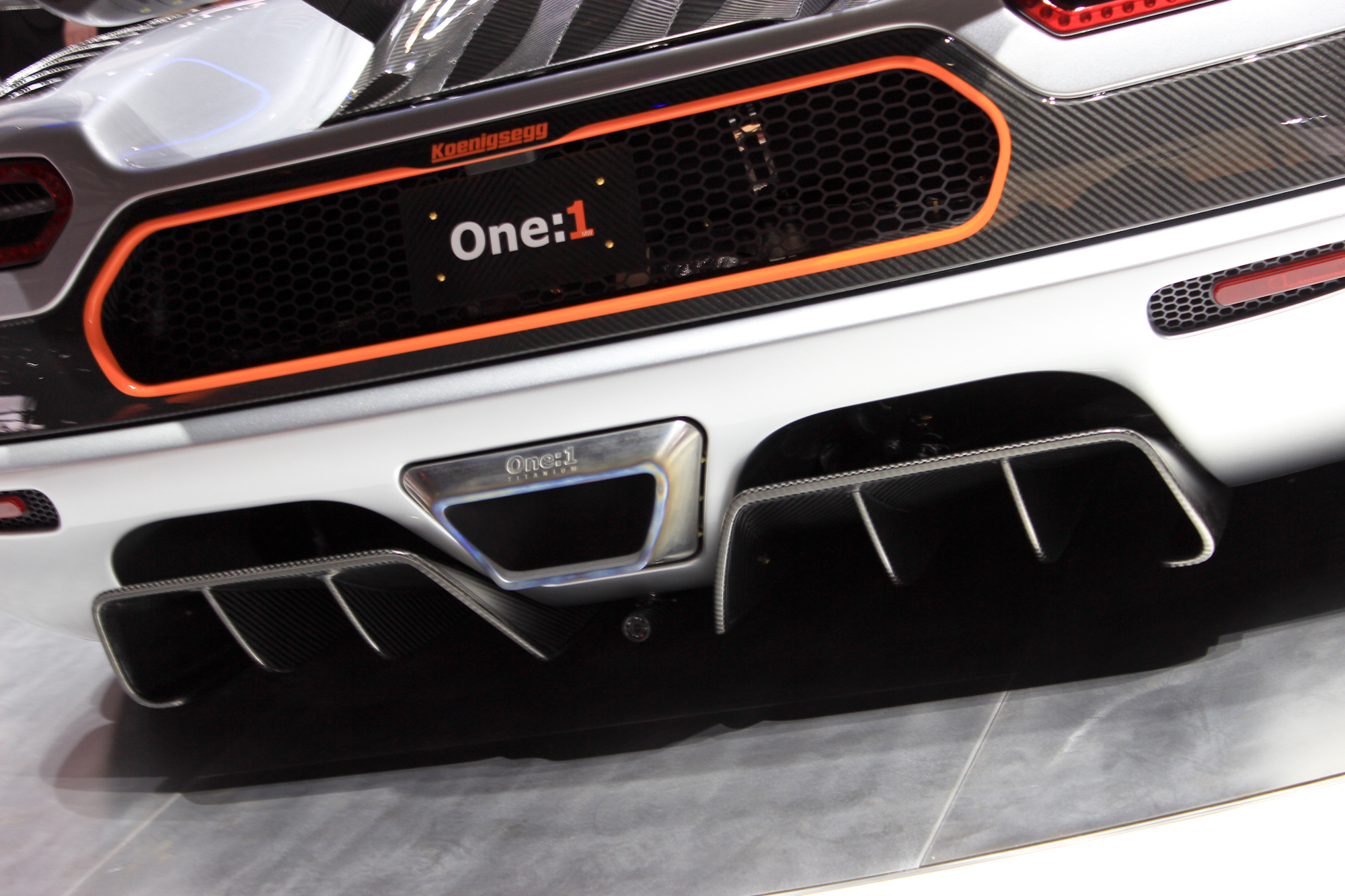 Hear The Koenigsegg One:1's 1,340-HP Engine Start Up And Rev: Video