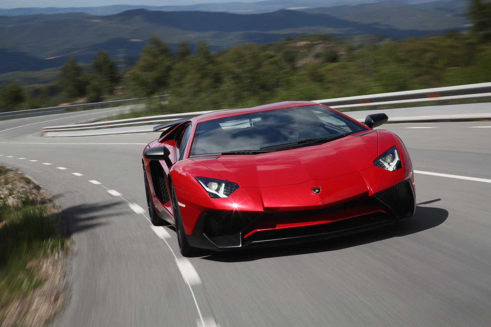 Lamborghini Aventador Superveloce 207 9 Mph Mustang