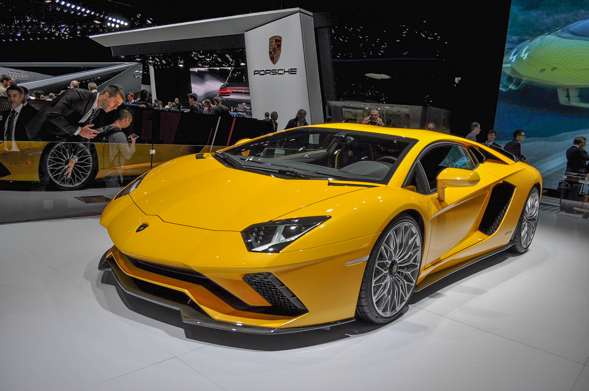lamborghini aventador s revealed with 730 horsepower. Black Bedroom Furniture Sets. Home Design Ideas