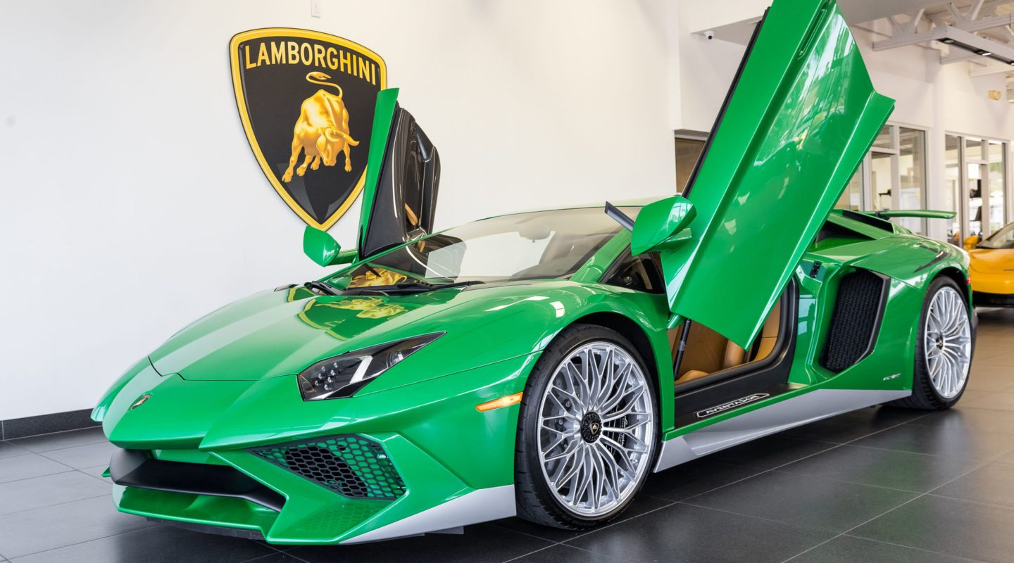 Classic Muscle Cars >> Miura-inspired Lamborghini Aventador SV makes us green with envy